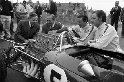 Acrylglasbild  Keith Duckworth, Colin Chapman, Jim Clark und Graham Hill, Lotus 49 Ford 1967