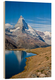 Holzbild  Hikers walking on the path beside the Stellisee with the Matterhorn reflected. Zermatt Canton of Val - Roberto Sysa Moiola